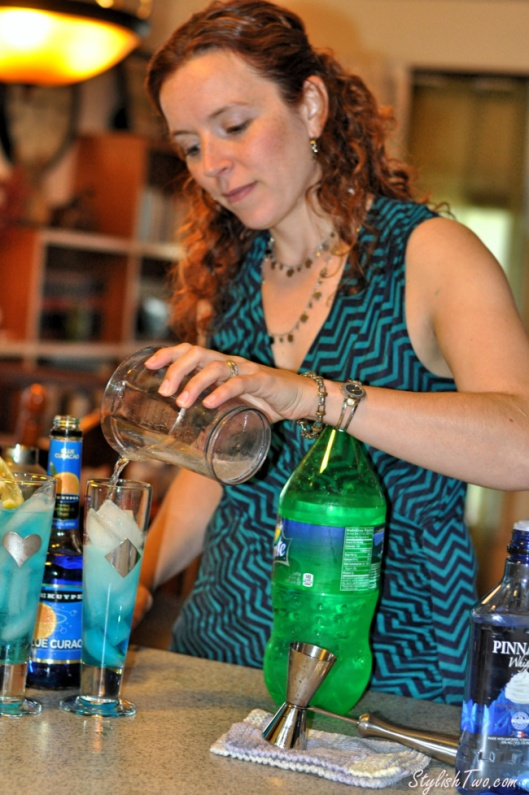 summer-girlie-cocktail-blue-breeze5
