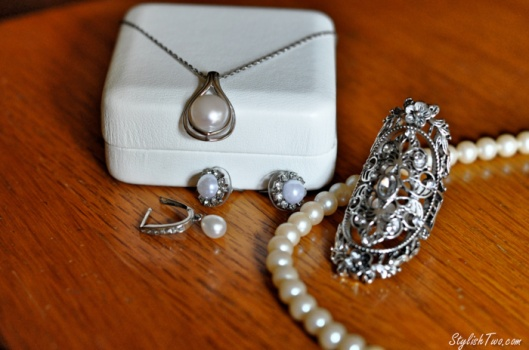 How to accessorize for a wedding